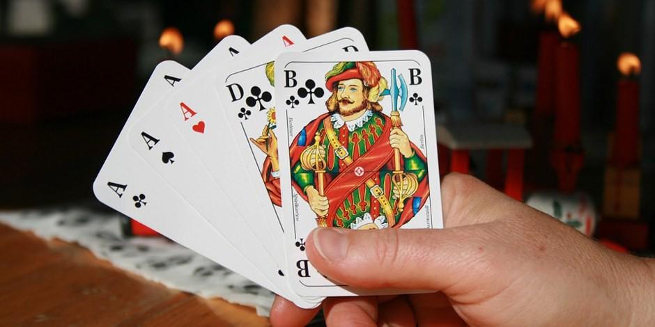 """Vom Pokertisch auf den Ministersessel im Innenministerium - ist das die """"Neue Welt"""", die Emmanuel Macron angekündigt hatte? Foto: hapibu / Wikimedia Commons / CC0 1.0"""