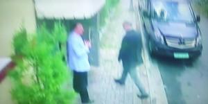 Jamal Khashoggi en entrant au consulat saoudien à Istanbul. Il ne devrait plus en ressortir vivant. Foto: ScS EJ