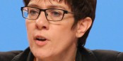 Annegret KRAMP-KARRENBAUER : une position plus généreuse que celle de ses concurrents CDU sur la question des migrants  Foto: Olaf Kosinsky / Wikimédia Commons / CC-BY-SA 3.0Germany