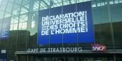"""La ville de Strasbourg célèbre le 70e anniversaire de la """"Déclaration Universelle des Droits de l'Homme"""". C'est bien, mais insuffisant. Foto: Eurojournalist(e) / CC-BY-SA 4.0int"""