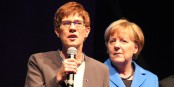 Angela Merkel sera toujours l'ombre de la nouvelle femme forte de la CDU, Annegret Kramp-Karrenbauer. Foto: Eurojournalist(e) / CC-BY-SA 4.0int