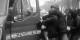 Hätten es die Extremisten geschafft, den Polizisten aus dem Kleinbus zu zerren, hätte bereits am letzten Wochenende Schlimmeres passieren können. Foto: ScS EJ