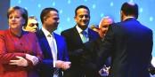 Schöner Rücken kann auch entzücken... Manfred Weber (rechts), Brückenbauer und DNA-Experte... Foto: European People's Party