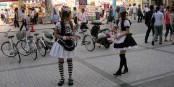 "Le ""maids"" du quartier Aki_habara - un vrai progrès sociétal ? Foto: Ricky G. Willems / Wikimedia Commons / CC0 1.0"