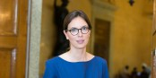 "Statt der Europa-Ministerin Amélie de Montchalin gibt es ""nur"" die Europa-Staatssekretärin Amélie de Montchalin. Foto: Antoine Lamielle / Wikimedia Commons / CC-BY-SA 4.0int"