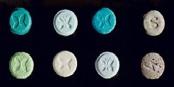 Dès 2020, les usagers de drogues à Berlin (ici: Ectasy) pourront  faire vérifier leurs drogues. Foto: DEA / Wikimedia Commons / PD