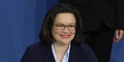 Those were the happy days... Andrea Nahles bei der Unterzeichnung des Koalitionsvertrags. Foto: Sandro Halank / Wikimedia Commons / CC-BY-SA 3.0