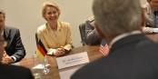 Da kann sie strahlen, wie sie will - in Europa steht man der Kandidatin Von der Leyen eher ablehnend gegenüber. Foto: US Secretary of Defense / Wikimedia Commons / PD