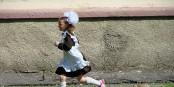 Une jeune Russe qui court vers l'avenir à reculons  Foto: Adam Jones Adam63/Wikimédia Commons/CC-BY-SA 3.0Unp