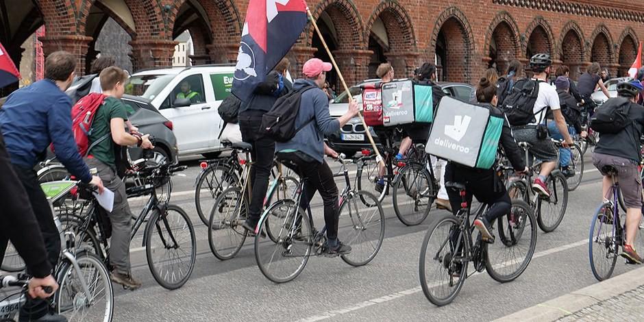 Il y a quelques jours, les livreurs Deliveroo manifestaient contre les conditions de travail. Ce soir, il n'auront plus de travail du tout. Foto: Leonard Lenz / Wikimedia Commons / CC0 1.0
