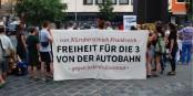 """Lors d'une manifestation à Nuremberg, la libération des trois """"détenus politiques"""" en France a été demandée. Foto: Solikreisautobahn"""