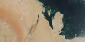 """La """"preuve"""" qui n'en est pas une - les nuages de fumée noire ne prouvent que la direction du vent au moment de la prise de la photo. Foto: (c) NASA Worldview"""