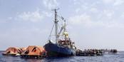 Der Vorstoss von Horst Seehofer zielt darauf ab, die unwürdigen Irrfahrten der Rettungsschiffe im Mittelmeer zu beenden. Foto: Sea-watch.org / Wikimedia Commons / CC-BY-SA 4.0int