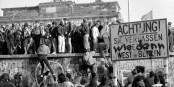 10. November 1989, das Brandenburger Tor wird von Westberlinern gestürmt. Wie denn? Na, so! Foto: (c) Michael Magercord / ROPI (alle Fotos in dieser Serie)