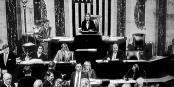 Nancy Pelosi, die Sprecherin des Kongresses, verkündet das Ergebnis der Abstimmung - das Donald Trump mächtig ärgert. Foto: ScS EJ