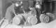Ils avaient beau vider l'un ou l'autre fût, les agents du FBI. A la fin, la Prohibition ne profitait qu'au crime organisé. Foto: Chicago Daily News negatives collection / Chicago Historical Society / Wikimedia Commons / PD