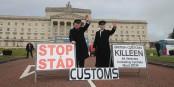 Au Parlement de Stormont (Irlande du Nord), une protestation saisissante, grandeur nature...  Foto: Sinn Fein/Wikimédia Commons/CC-BY-SA/ 2.0Gen