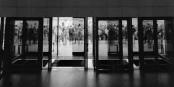 La fin de la RDA se prépare devant le Palais de la République / Das Ende der DDR zeichnet sich vor dem Palast der Republik ab... Foto: (c) Michael Magercord / ROPI