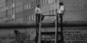 1986 - la jeunesse se fiche du Mur... / 1986 - die Jugend pfeift auf die Mauer... Foto: (c) Michael Magercord / ROPI