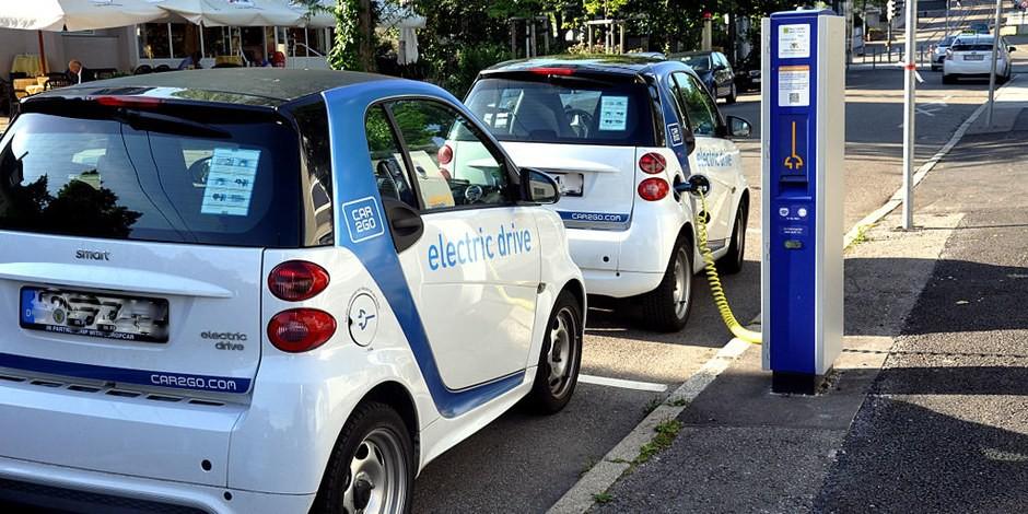 Speziell die deutsche Industrie hatte den Trend zu E-Autos verschlafen. Macht nichts, dann wird sie eben subventioniert. Foto: Andreas Praefcke / Wikimedia Commons / CC-BY-SA 3.0