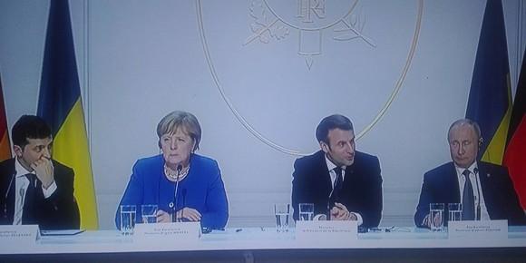 Eigentlich hätte Putin am meisten Grund zu Strahlen... für ihn verlief das Pariser Treffen optimal. Foto: ScS EJ