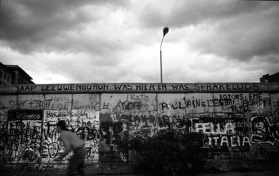 L'auteur néerlandais inconnu est resté (presque) sans voix face au Mur / Der unbekannte holländische Autor war vor der Mauer (fast) sprachlos... Foto: (c) Michael Magercord / ROPI