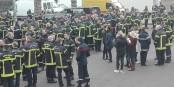 Den Feuerwehrleuten langt es - sie wollen Leben retten und nicht um ihr eigenes fürchten müssen. Foto: Eurojournalist(e) / CC-BY-SA 4.0int