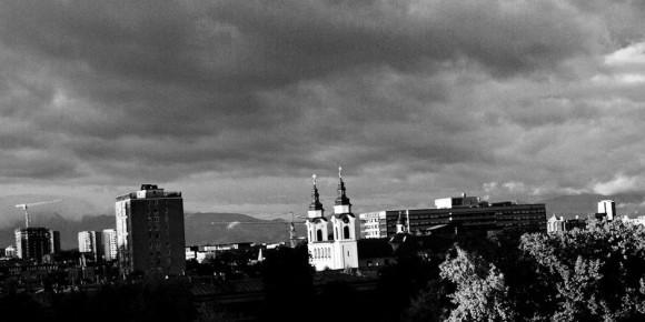 Dark clouds above the Slovenian capital Ljubljana... Foto: #300091984 / Wikimedia Commons / CC-BY 2.0