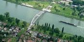 Heute, statt auf der Passerelle Mimram, eben auf der virtuellen Brücke zwischen Strasbourg und Kehl! Foto: --Rollerbär : Wikimedia Commons / CC-BY-SA 3.0