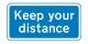 Abstand halten, gardez vos distances, keep your distance - in wie vielen Sprachen denn noch?! Foto: UK Government / Wikimedia Commons / OGL v1.0
