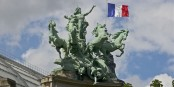 """Auf dem Dach des Grand Palais in Paris steht eine der Antworten auf die aktuelle Krise - """"Harmonie siegt über Streit"""" von G. Recipon. Foto: Jebulon / Wikimedia Commons / CC0 1.0"""