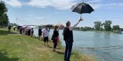 Un joli geste de solidarité franco-allemande et européenne sur la rive allemande du Rhin... Foto: (c) Florence Grandon (France Télévisions)