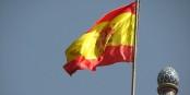 Brandi à Madrid par les manifestants anti-gouvernement, le drapeau du Royaume d'Espagne est particulièrement malmené. Foto: fdecomite / Wikimedia Commons / CC-BY 2.0