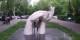 « Les mains de l'amitié », sculpture d'Ara Harutyunyan, transportée en 1967 de Carrare (Italie) à Erevan (Arménie), villes jumelées en 1973. Foto: 23artashes / Wikimedia Commons / CC-BY-SA 4.0int
