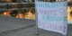 """Des affiches comme celle-ci étaient apparues dans la nuit de lundi à mardi tout autour du centre commercial """"Rivétoile"""". Foto: Eurojournalist(e) / CC-BY-SA 4.0int"""