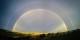 Double arc-en-ciel sur une terre en clair-obscur, la nature nous donne en Cantabrie, une métaphore du 27 juin 2020 sur toute la Péninsule ibérique. Foto:  Luis Marina / Wikimedia Commons / CC-BY 2.0