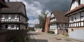 """Fachwerkhäuser, Ruhe, schöne Landschaft - Hunspach ist das """"Schönste Dorf Frankreichs 2020""""! Foto: ignis / Wikimedia Commons / CC-BY-SA 3.0"""