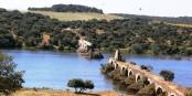 Au Sud de Badajoz (Espagne) et d'Elvas (Portugal), le Pont d'Ajuda construit en 1510 et détruit en 1709 - le symbole d'une frontière fermée à rouvrir. Foto:  Adolfobrigido / Wikimedia Commons / CC-BY-SA 3.0ES