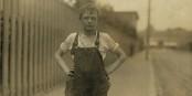 Les jeunes veulent travailler - mais pourront-ils pendant la crise qui arrive ? Foto: Lewis Hine (1874 - 1940) / Wikimedia Commons / PD