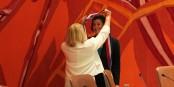 Der Moment - Alterspräsidentin Marie-Françoise Hamard legt Jeanne Barseghian die Bürgermeisterschärpe um. Foto: Eurojournalist(e) / CC-BY-SA 4.0int
