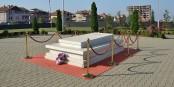 Les meilleurs partent toujours les premiers : la tombe d'Ibrahim RUGOVA à Pristina  Foto: Pudelek/Wikimédia Commons/CC-BY-SA/4.0Int