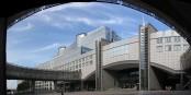 Das baufällige Gebäude des Europäischen Parlaments in Brüssel. Man könnte es auch einfach abreissen... Foto: charles lecompte / Wikimedia Commons / CC-BY-SA 3.0