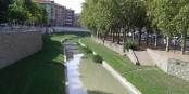 La rivière Mèder partage la ville en deux - au Nord les gens à l'aise, au Sud les gens dans la gêne. Foto: Bestiasonica / Wikimedia Commons / CC-BY-SA 3.0