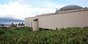L'Assemblée Législative des Açores, avec sa vue sur l'océan.  Foto: Nelson Selva / Wikimedia Commons / CC-BY-SA 3.0