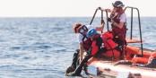 Pour que les sauveteurs puissent continuer leur travail extrêmement important, il leur faut du soutien. Foto: SOS Méditerranée / Laurin Schmid