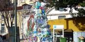 Un surprenant arbre de Noël, incite au recyclage, dans le quartier Santa Apolónia de Lisbonne. Foto: Николай Максимович / Wikimedia Commons / CC-BY 3.0