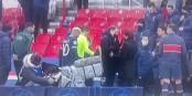Einigkeit zwischen PSG und Istanbul - wegen rassistischer Beleidigungen durch einen Schiedsrichter brachen beide Mannschaften das Spiel ab. Foto: ScS EJ