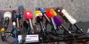 Auch bei Pressekonferenzen gibt es strenge Hackordnungen... Foto: © Raimond Spekking / CC-BY-SA 4.0 (via Wikimedia Commons)