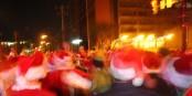 Unruhen, Streiks und ängstliche Unzufriedenheit - selbst die Weihnachtsmänner demonstrieren... Foto: pictureyellow / Wikimedia Commons / CC-BY 2.0