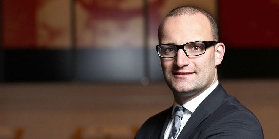Le jeune Jean Castex ? Non, le Ministre de la Santé allemand, Jens Spahn... Foto: Stephan Baumann / Wikimedia Commons / CC-BY-SA 3.0